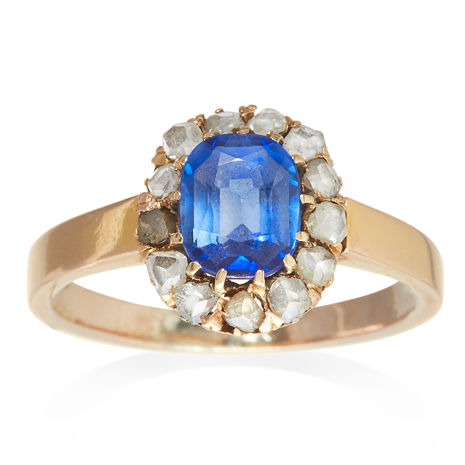 Los 328 - AN ANTIQUE SAPPHIRE AND DIAMOND RING in yellow gold, the oval cut sapphire encircled by diamonds,