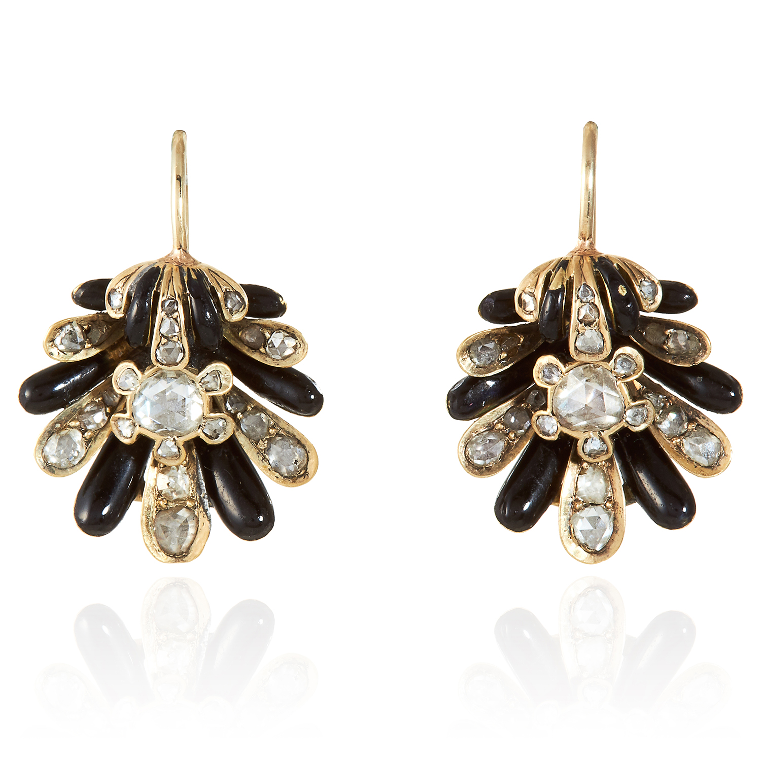 Los 350 - A PAIR OF ANTIQUE DIAMOND AND ENAMEL SCALLOP SHELL EARRINGS in high carat yellow gold, each