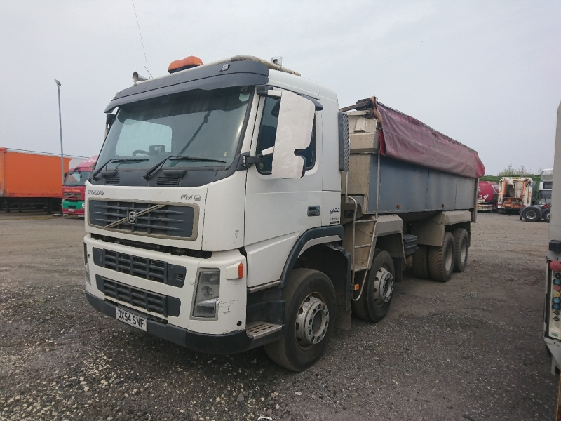 Lot 13 - VOLVO FM 460 - 12130cc Day Cab Diesel - VIN: YV2JP40G15A593279 - Year: 2004 - 706,000 km - 8x4 Alloy