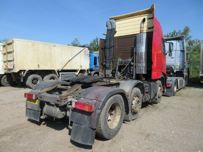 Lot 18 - VOLVO FH 460 - 12130cc Globetrotter XL Diesel Automatic - VIN: YV2A4CEC64A589378 - Year: 2004 - NO