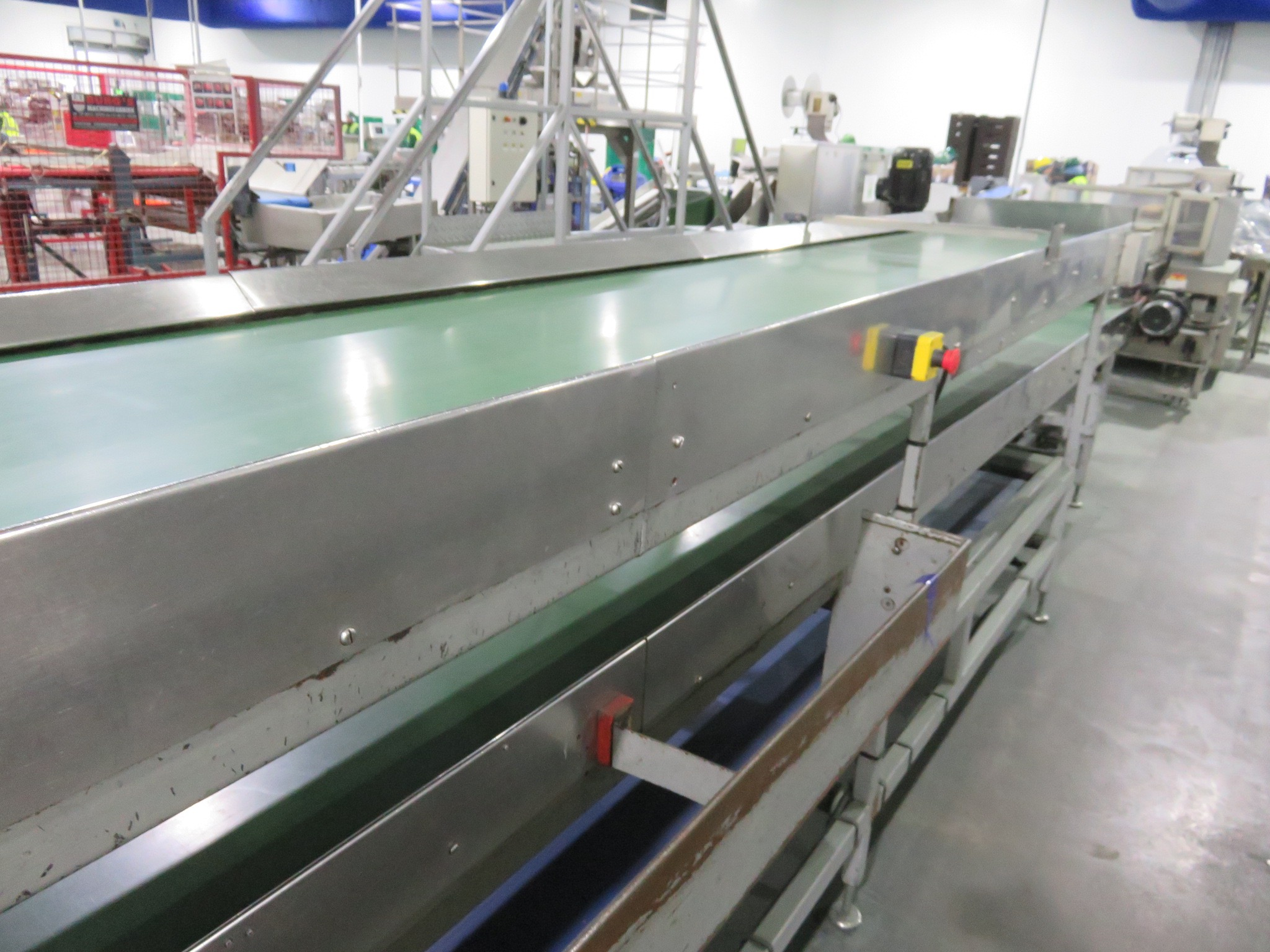 Lot 2 - 3 Tier sorting conveyor, top & bottom tier 4 mfr long, middle tier 6 mfr long with PEC flow control