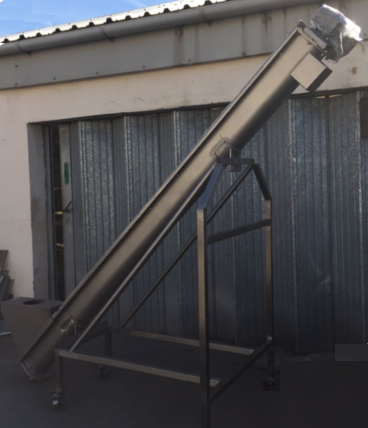 Lot 38 - Screw Auger on an incline conveyor feeding Lot 39 LIFT OUT £25