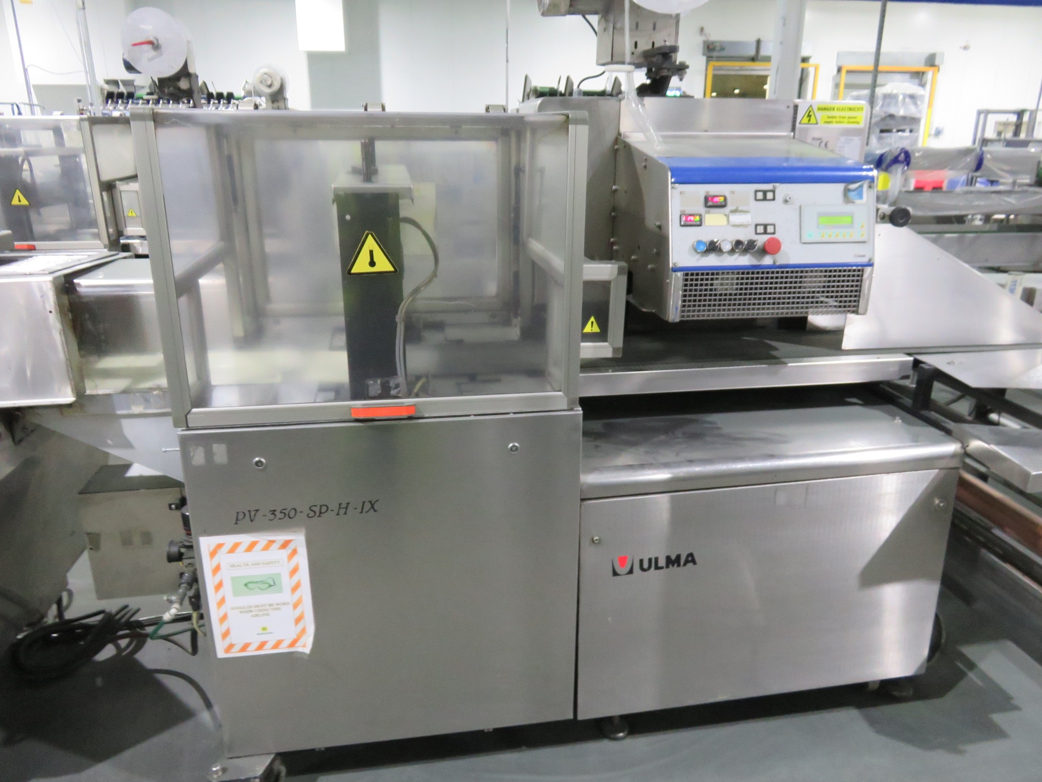 Lot 12 - Ulma PV350 Flow-wrapper. Inverted, Box Motion Jaws 400mm wide. Flat bed infeed 2500mm long with