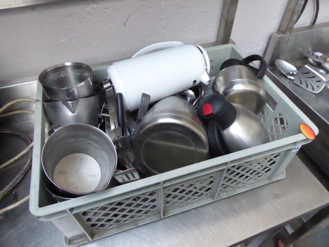 Lot 418 - Tray of flasks, latte jugs and utensils