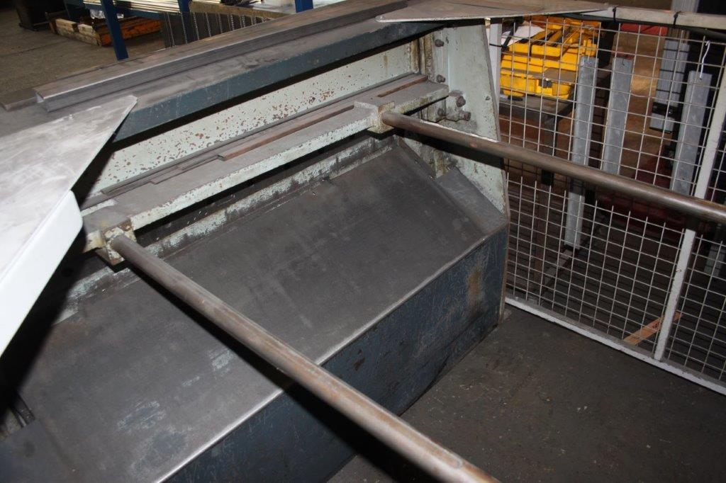 Lot 3 - EDWARDS TRUE CUT 2.5/1250 DD 1.25M GUILOTINE # 74C/38876 C/W OUT FEED GUARDS