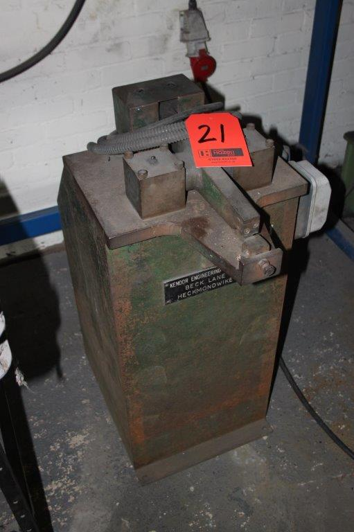 Lot 21 - KENDOR ENGINEERING STAND TYPE NIBBLER 3PH