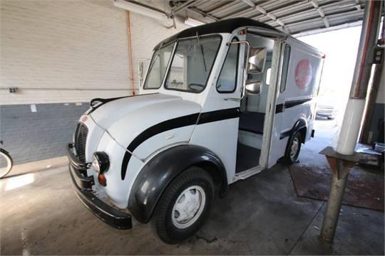 1964 Divco Vintage Milk Truck, Model 300B, S/N 300B-00-521, 7500 lb