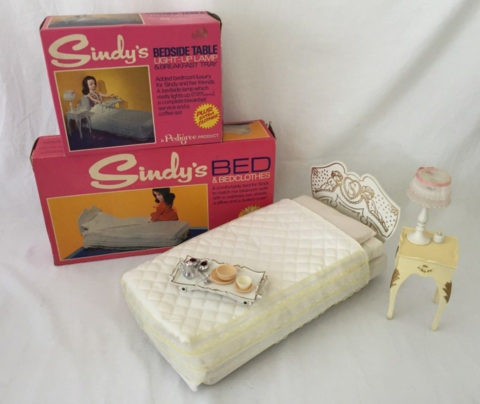 Lot 68 - A boxed Sindy bed together with a boxed bedside table, light up lamp and breakfast tray.