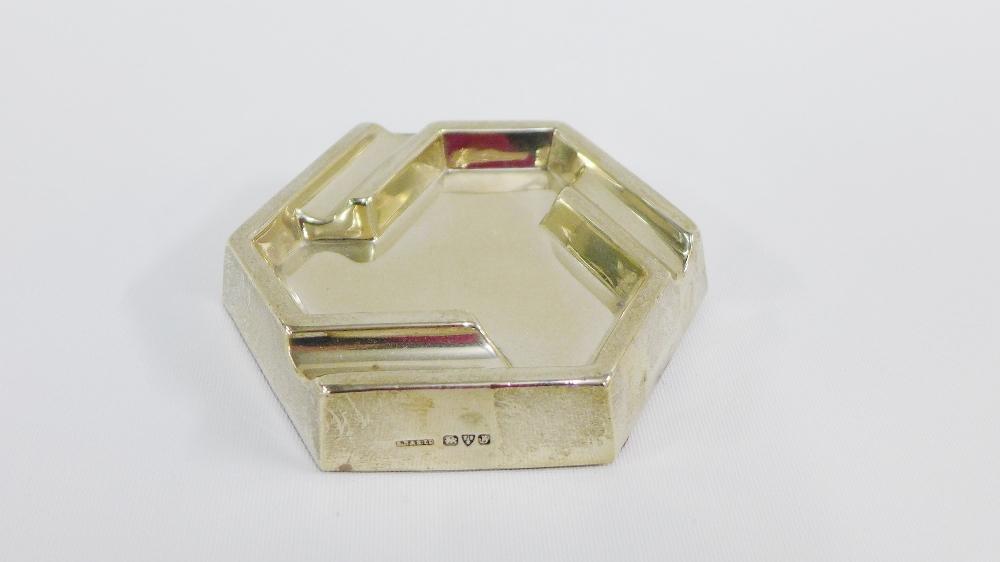 Lot 11 - George V silver ashtray, Chester 1927, 10cm