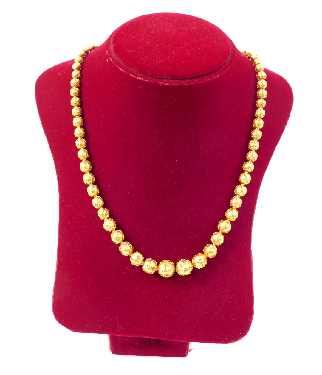Lot 40 - A Continental early 20thC necklace, of graduated ornamental yellow metal balls, on a barrel clasp,