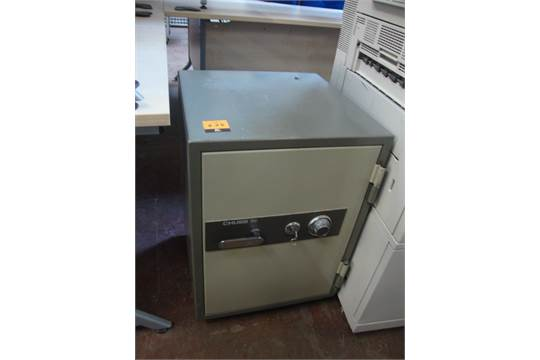 Chubb Milner Range key and combination safe  NB combination