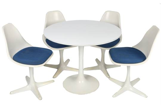 Attractive Eero Saarinen (Finnish, 1910 1961) For Arkana U0027Tulipu0027 Table And Set Of Four  Chairs On White Lacqu