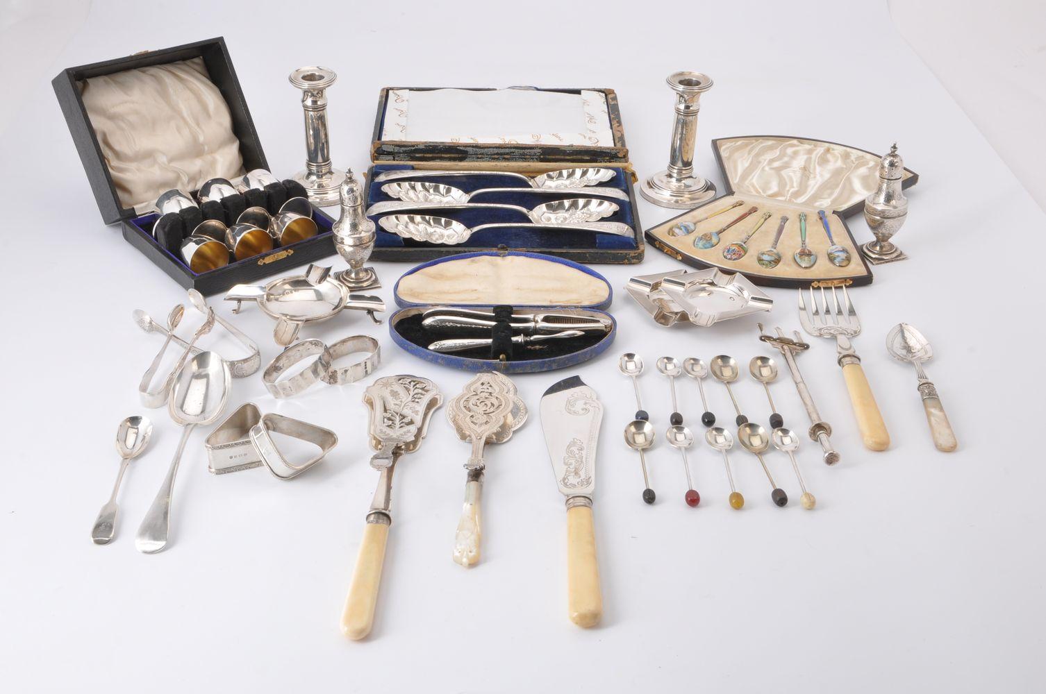 ϒ A collection of silver and plated wares