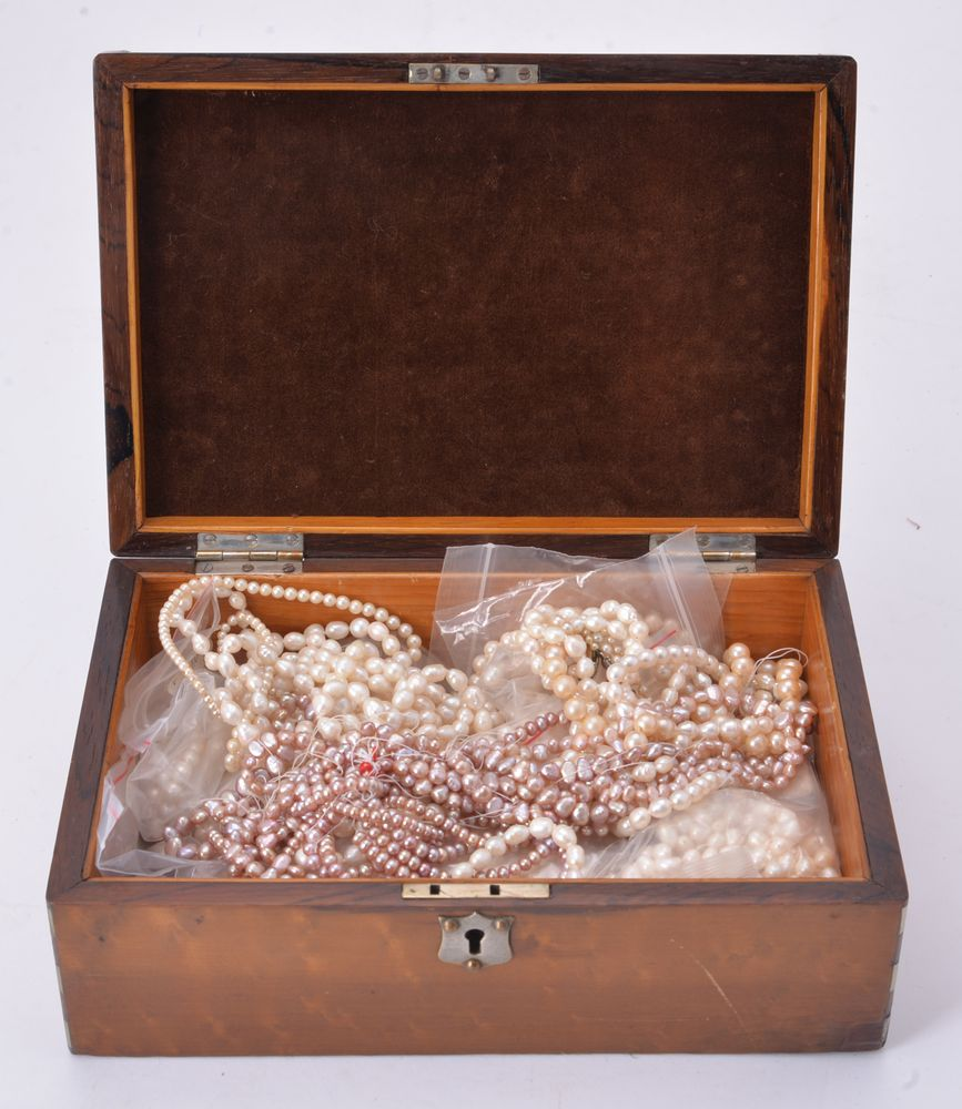 Lot 863 - A large group of freshwater cultured pearls