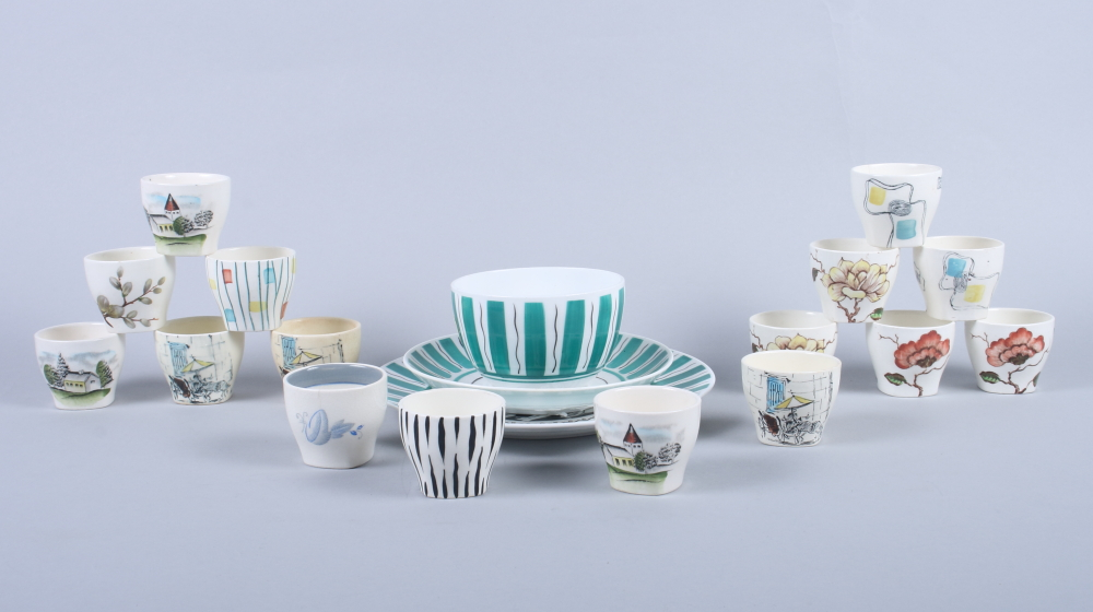 "Lot 4 - Sixteen Midwinter egg cups, including ""Riviera"", ""Ming Tree"" and various other patterns, together"