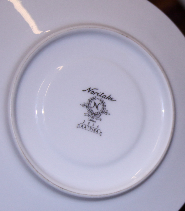 "Lot 52 - A Noritake ""Katrina"" pattern porcelain combination service"