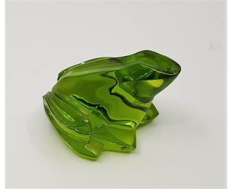 A Baccarat green crystal frog, etched mark to base, height approx. 3cm.Condition: Chip to nose.