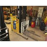 YALE ELECTRIC NARROW AISLE REACH LIFT, FORKLIFT 3.5 FORKS 4000 CAP TYPE E DUAL MAST SIDESHIFT W/