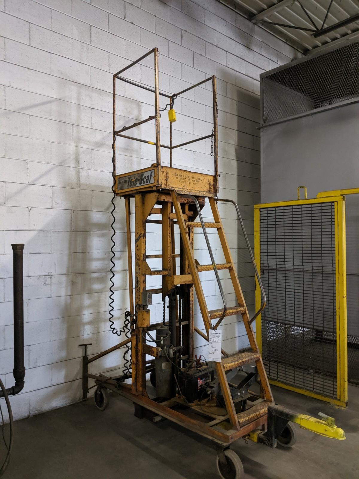 Lot 204 - Baker Man Lift