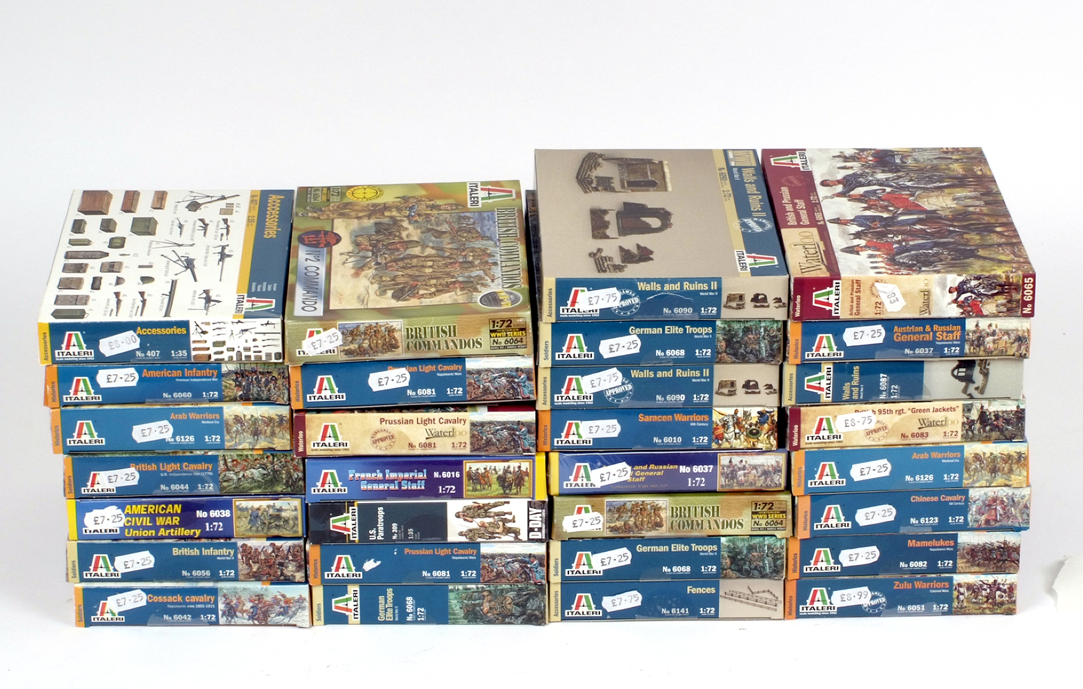Lot 3 - 30 x Italeri plastic figures and accessories, military themed. Boxed and complete.