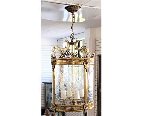 French gilt metal early 20th century crystal chandelier. Exquisitely beautiful, this barrel shaped four-sided cut crystal tul