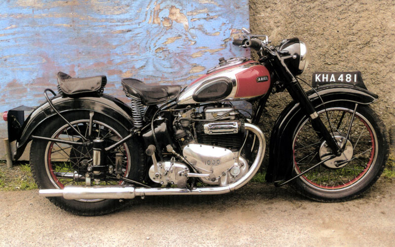 Lot 1029 - - Very original machine- De Luxe Model- Same owner for 40 years- Last of the iron engined