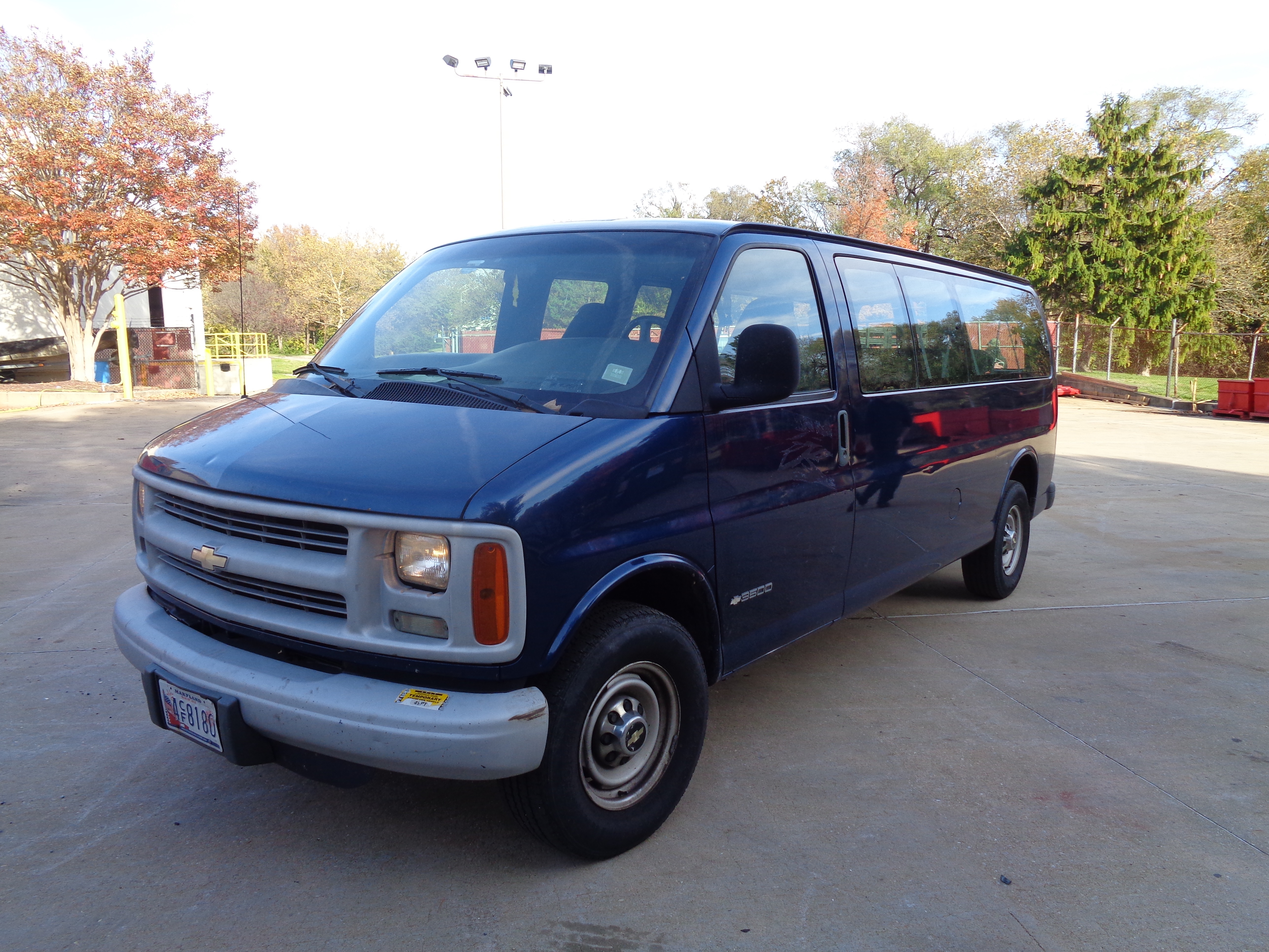 2002 Chevy G3500 Express - Image 2 of 9