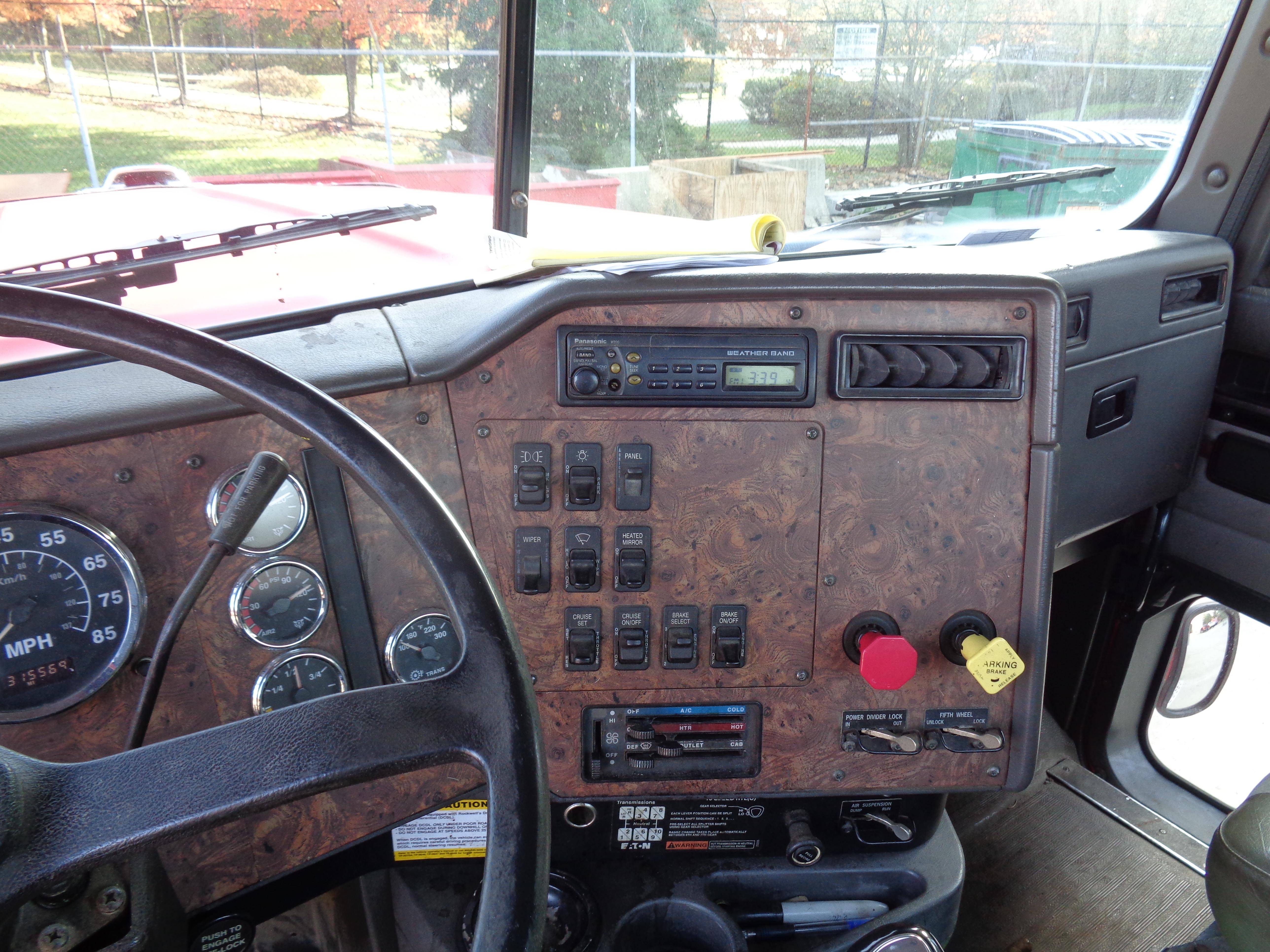 1999 International 9300 Diesel Tandem - Image 5 of 7