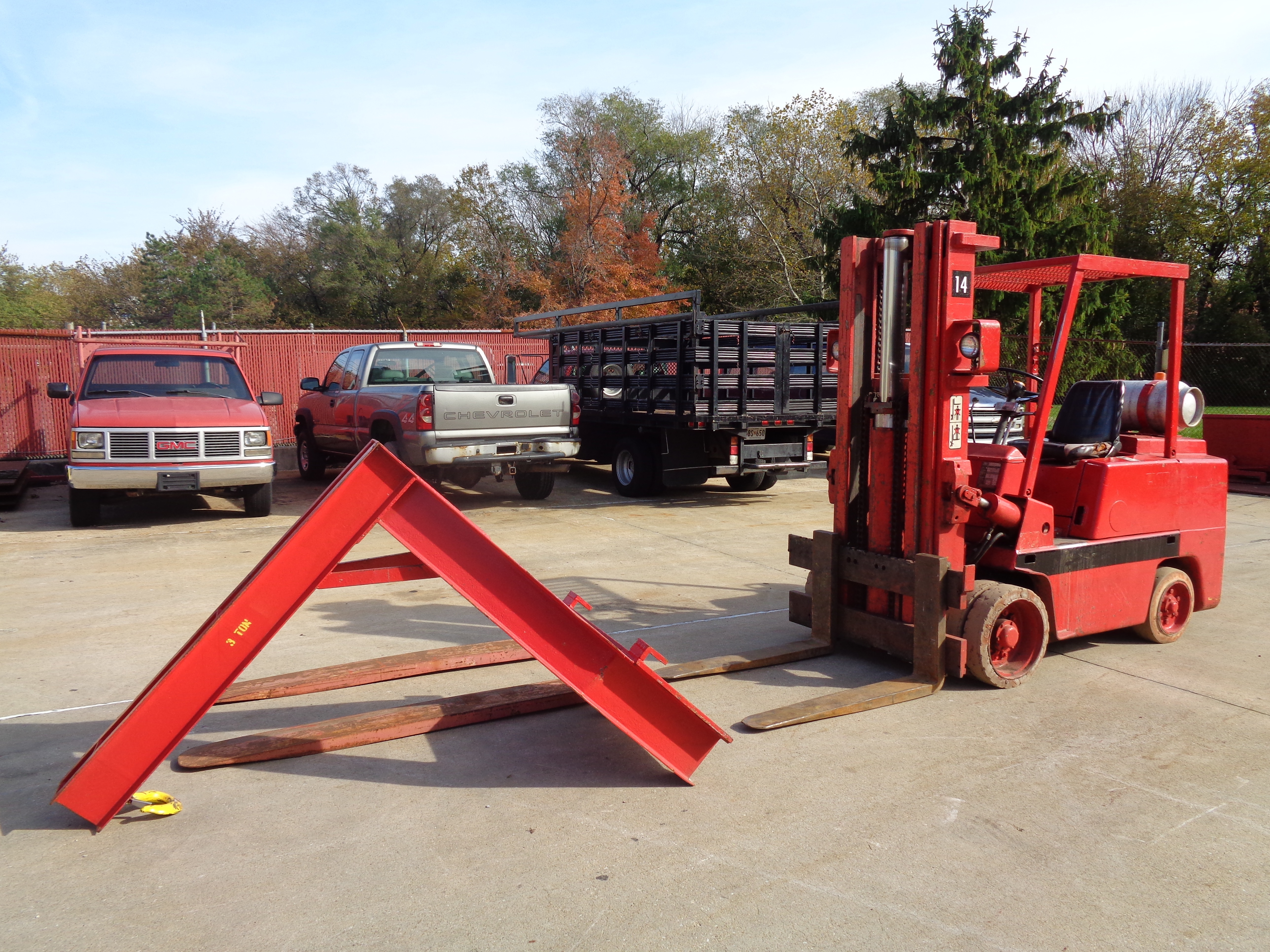 Clark C500-580 Forklift plus Boom- 8,000 lbs - Image 2 of 12