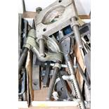 Box of bearing groove pullers