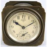 Lenzkircher Wecker um 1900. Metallgehäuse. Beigefarbenes Zifferblatt mit lateinischer Minuterie
