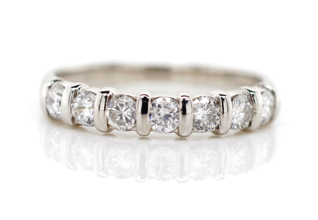 Lot 49 - 0.52ct diamond and platinum ring