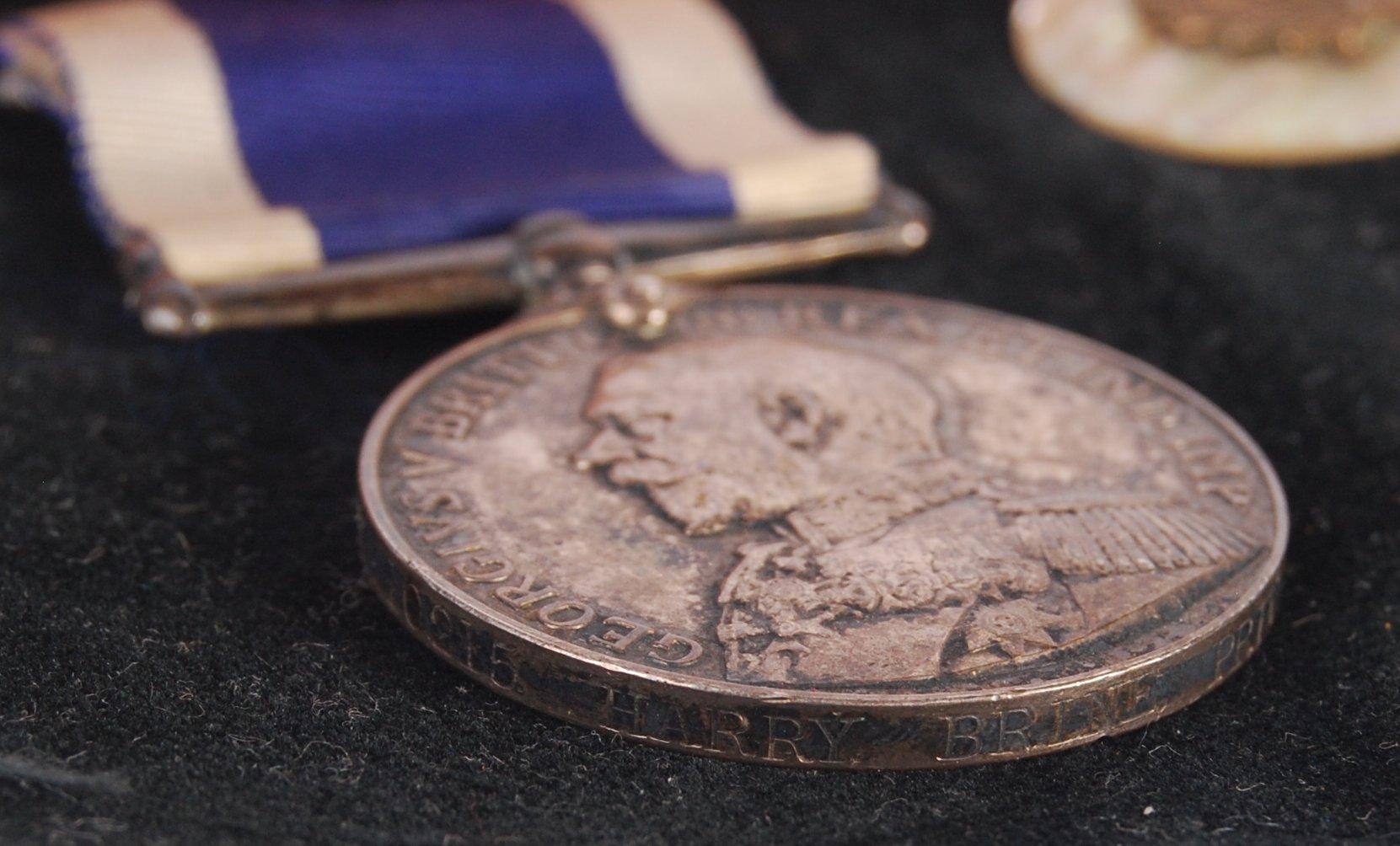WWI FIRST WORLD WAR MEDAL PAIR & BADGE - ROYAL MAR - Image 3 of 4