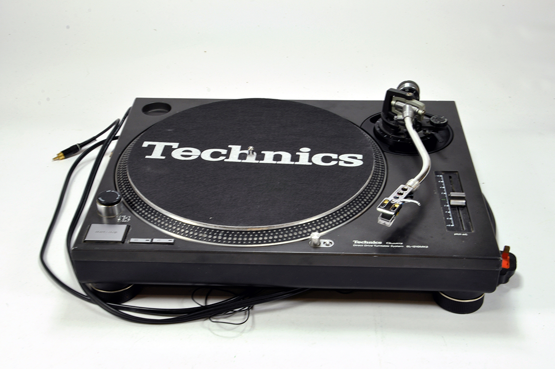 Lot 1290 - A Technics SL 1210 II Turntable. Excellent and Working.