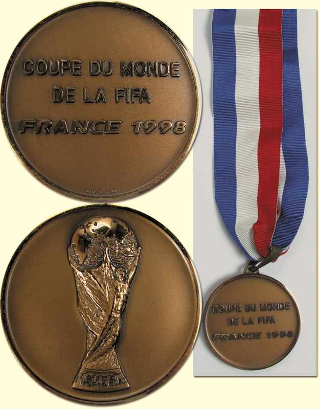 Auktionslos 377 - World Cup 1998 France. Winner medal Croatia - Official winner medal of the Croatia team for coming