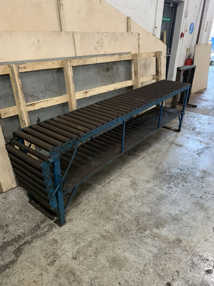 "Roller Conveyor. 18'' wide x 9' (108"") length x 31'' Height. 18'' Extension at One End. - Image 3 of 5"