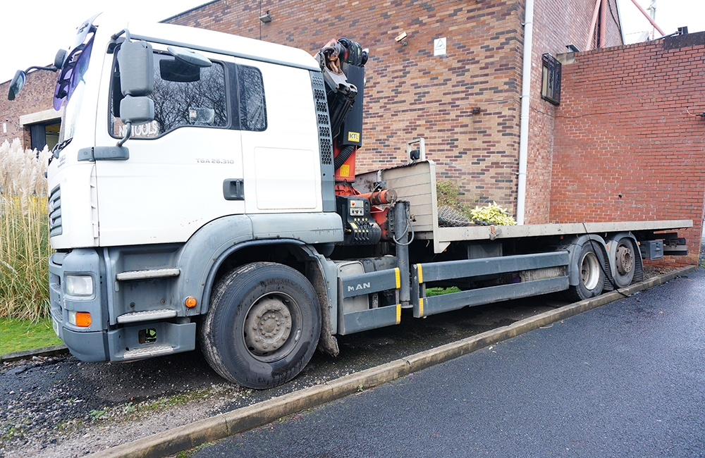 MAN TGA 26.310 Flatbed Lorry with Palfinger PK23002 Crane. 26,000KG Gross Weight. - Image 3 of 20