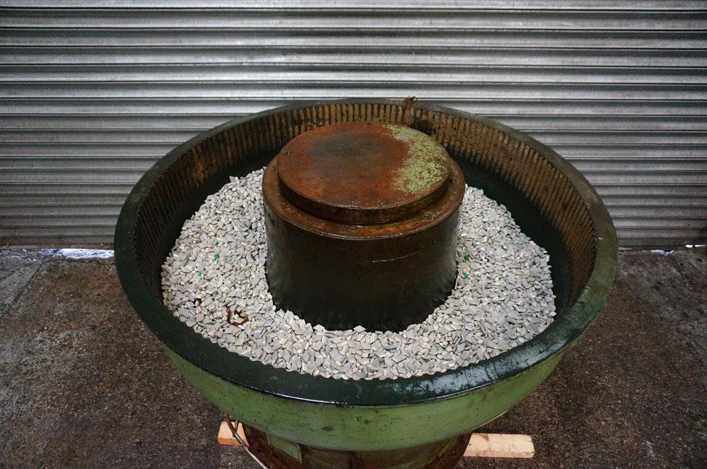 PDJ Vibratory Circular Bowl Finisher. Chamber Size 280 litre. Bowl Diameter 1300mm. - Image 3 of 3