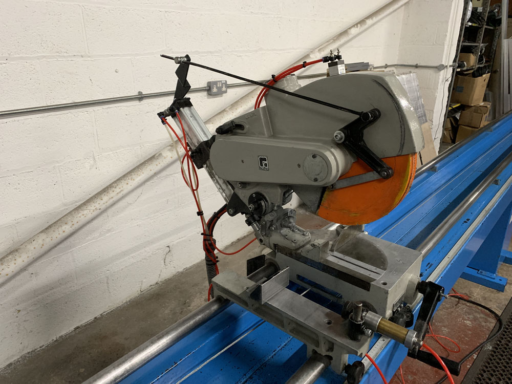 Pertici Univer Model 332P Twin Headed Mitering Sawing Machine. - Image 8 of 17