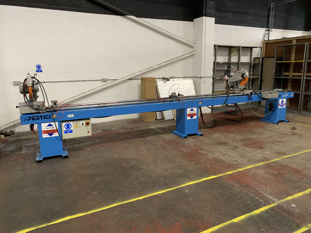 Pertici Univer Model 332P Twin Headed Mitering Sawing Machine. - Image 5 of 17