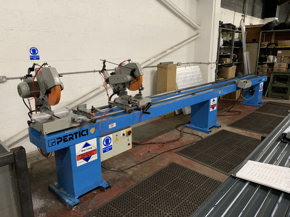 Pertici Univer Model 332P Twin Headed Mitering Sawing Machine. - Image 2 of 17