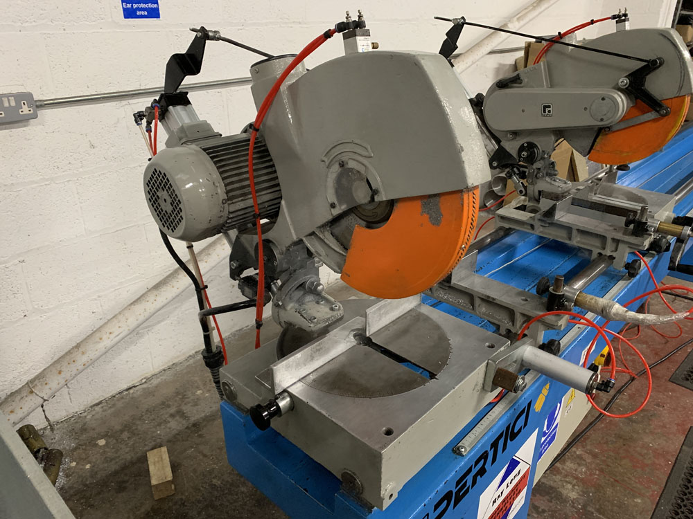 Pertici Univer Model 332P Twin Headed Mitering Sawing Machine. - Image 7 of 17