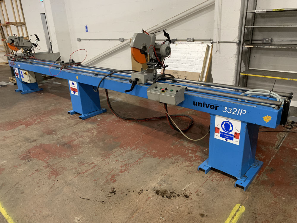 Pertici Univer Model 332P Twin Headed Mitering Sawing Machine. - Image 3 of 17
