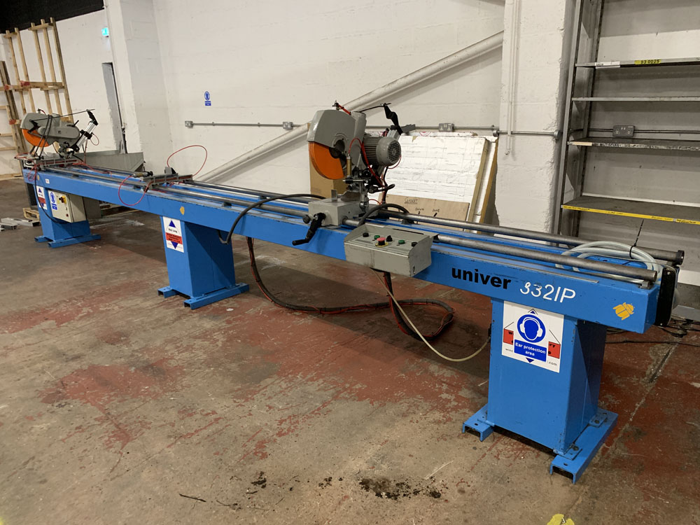 Pertici Univer Model 332P Twin Headed Mitering Sawing Machine. - Image 4 of 17