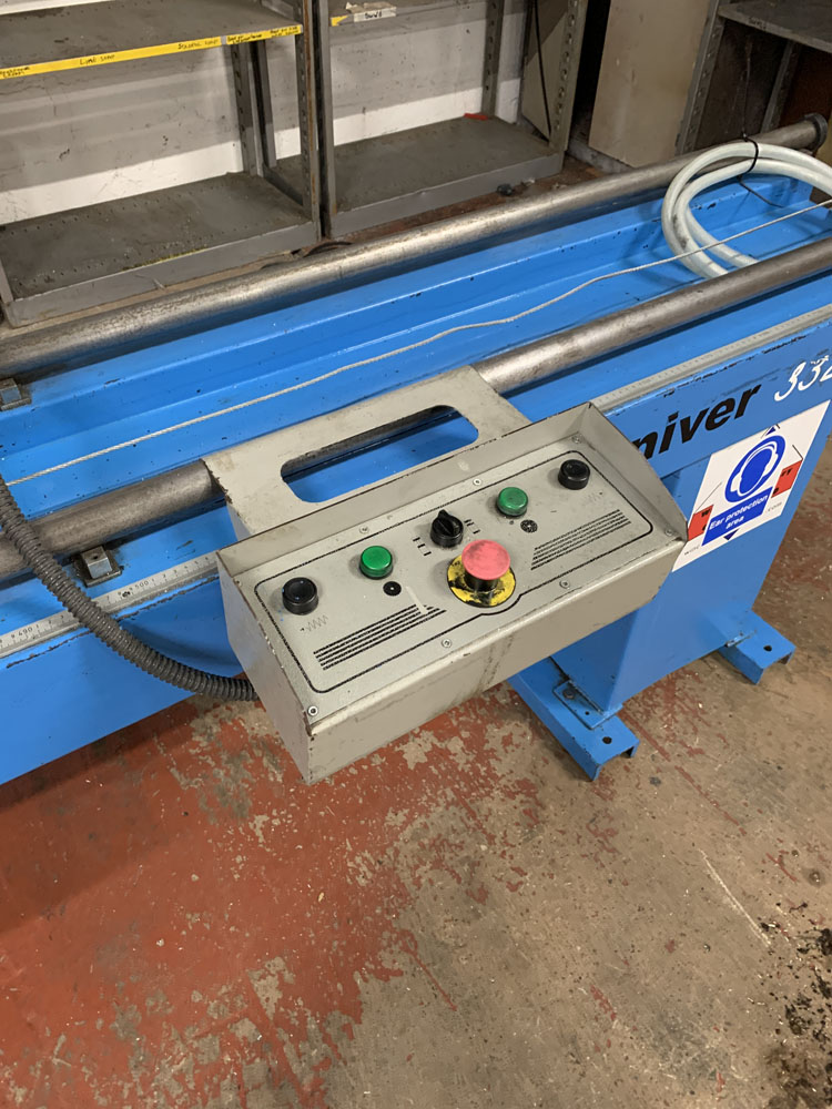 Pertici Univer Model 332P Twin Headed Mitering Sawing Machine. - Image 16 of 17
