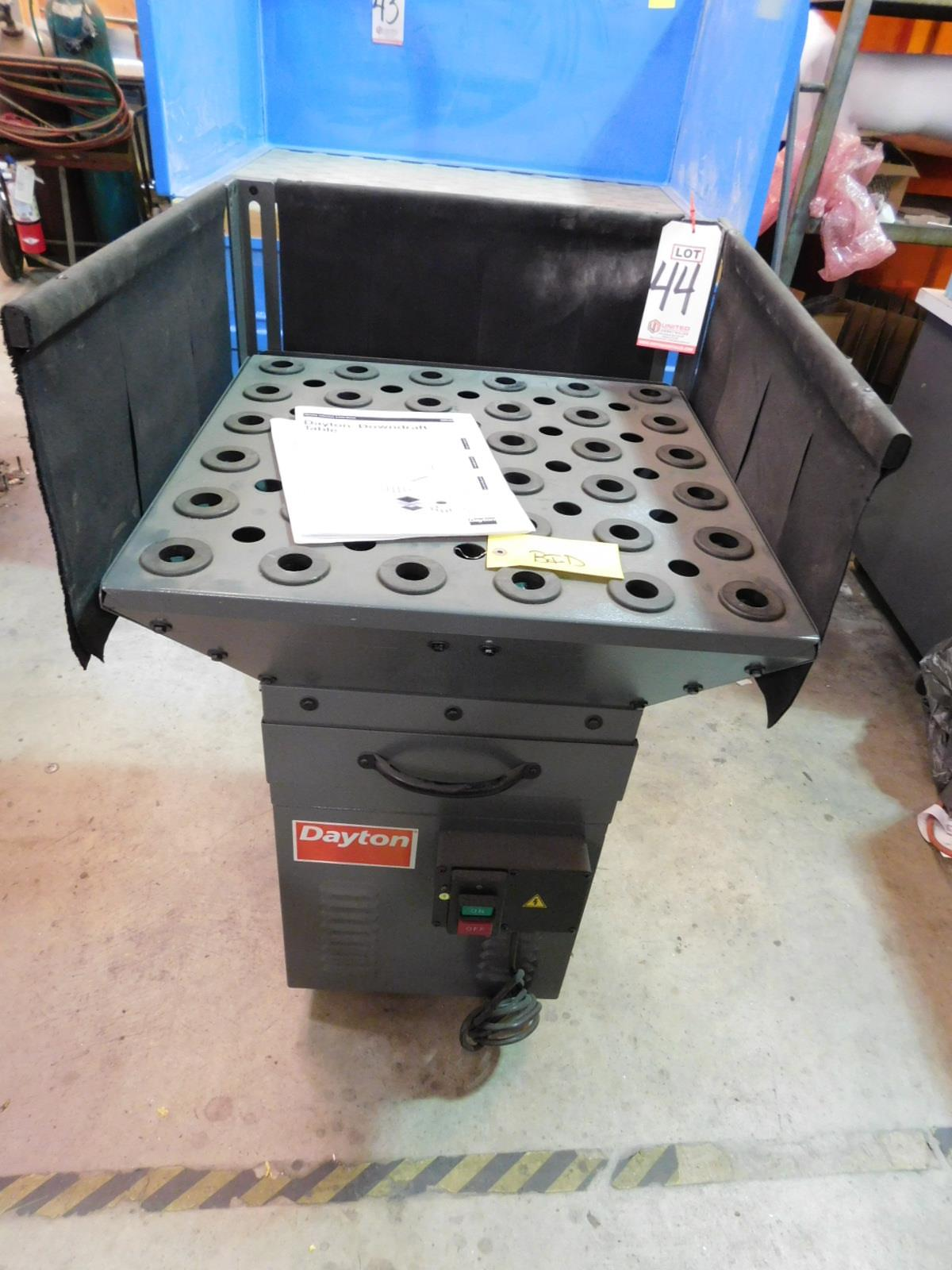 "Lot 44 - DAYTON DOWNDRAFT TABLE, MODEL 22DL62, 400 CFM, FILTER RATING: 5 MICRON, WORKTOP MEASURES 24"" X 24"""