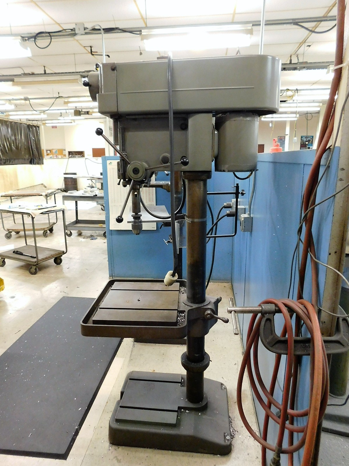 "Lot 28 - CLAUSING 20"" VARIABLE SPEED DRILL PRESS, MODEL 2276, S/N 521892, FLOOR STAND, SPEED CHUCK"