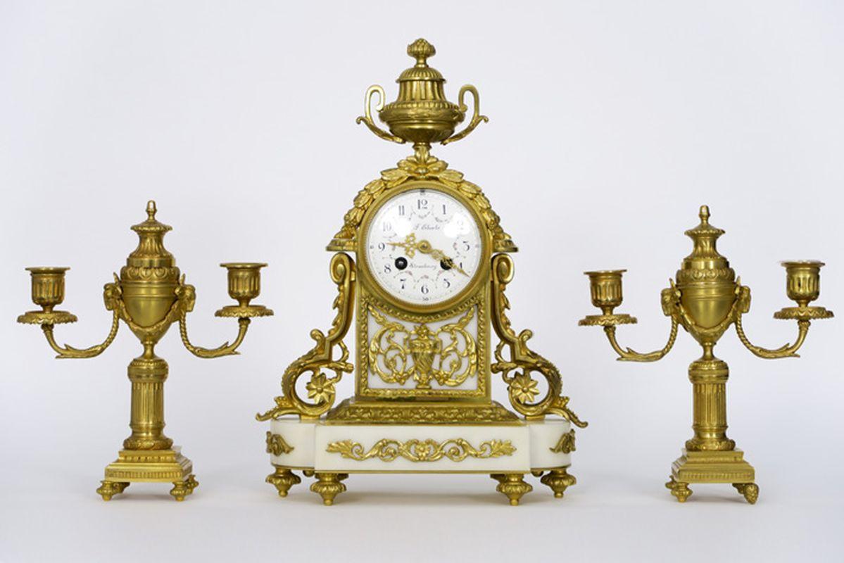 ÉBERLÉ antieke driedelige neoclassicistische garnituur in witte marmer en [...]