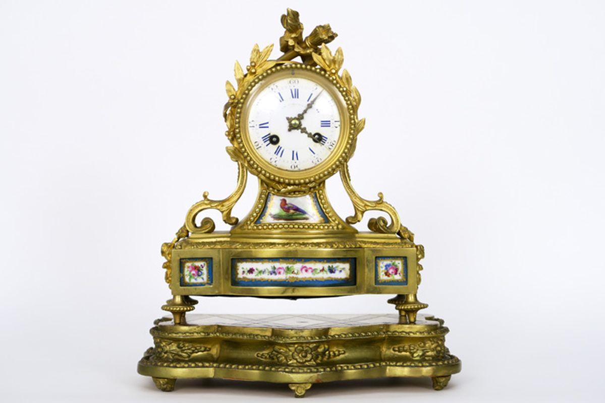 Los 3 - Antiek neoclassicistisch klokje in gedoreerde brons versierd met plaketten in Sèvres [...]