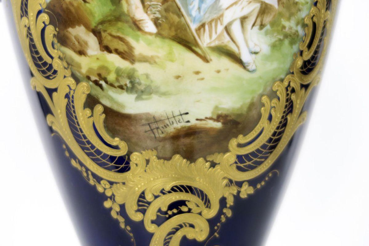 """Paar antieke Franse cassoletvazen in gedoreerde brons en gemerkt """"Sèvres"""" porselein [...] - Bild 4 aus 4"""